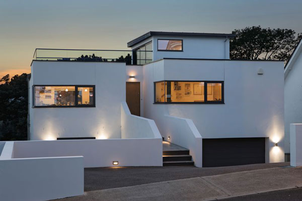 Coastal modernism: Six-bedroom property in Torquay, Devon