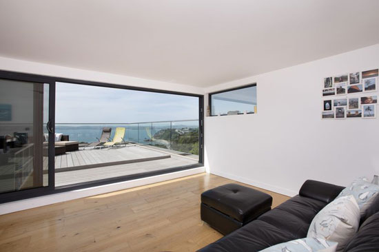 Coastal modernism: Six-bedroom property in Torquay, Devon