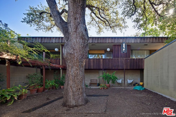 1950s modernist townhouse in Austin, Texas, USA