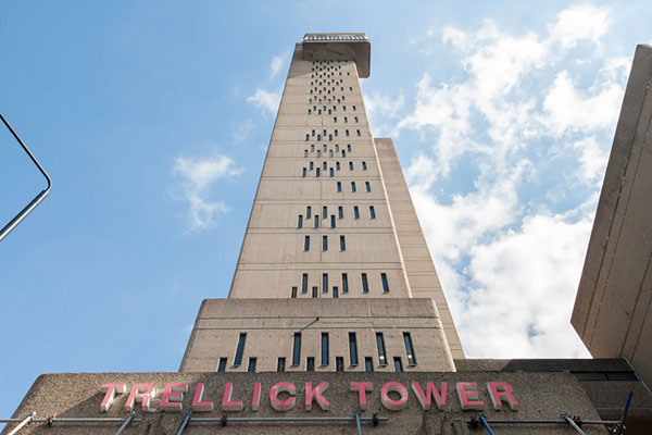 Apartment in Erno Goldfinger's Trellick Tower, London W10