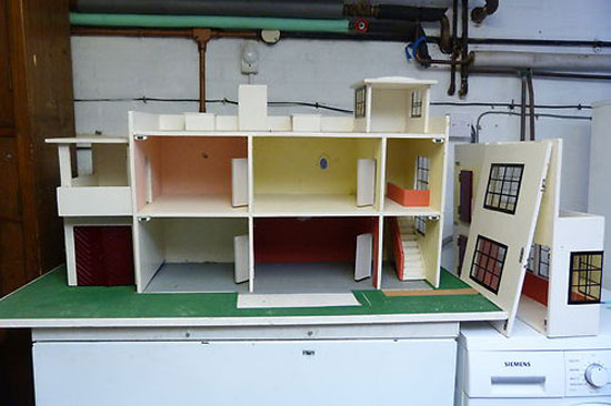 1920 Triang Art Deco Dolls House