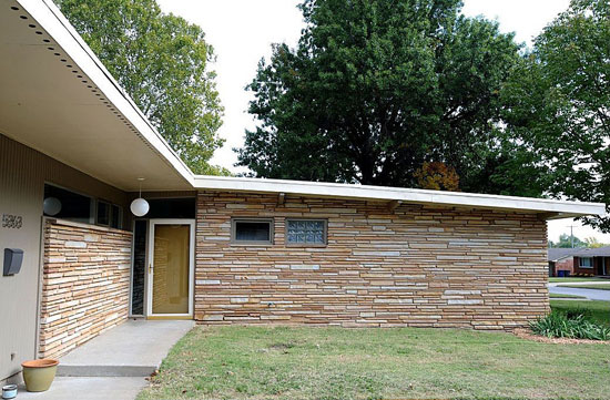 Three-bedroom 1950s midcentury modern property in Tulsa, Oklahoma, USA