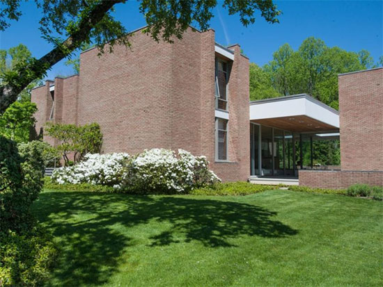 On the market: 1960s Ulrich Franzen-designed The Dana House modernist property in New Canaan, Connecticut, USA