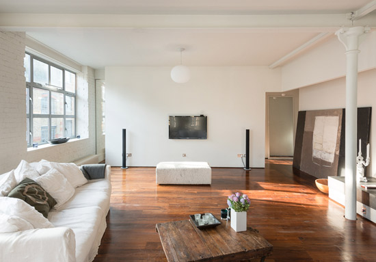 Two-bedroom warehouse conversion apartment in London N1