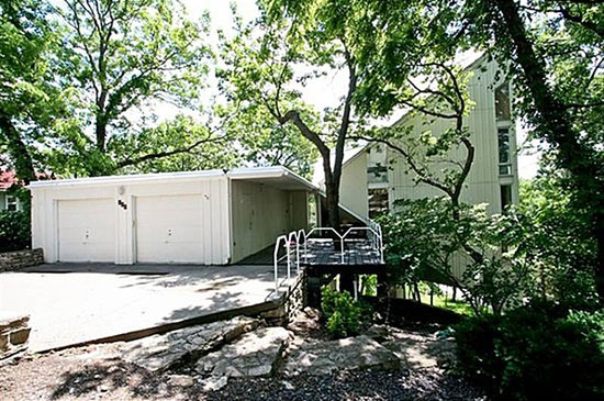 On the market: 1960s Albert Yanda-designed Four Seasons House on Lake Quivira, Kansas City, Missouri, USA