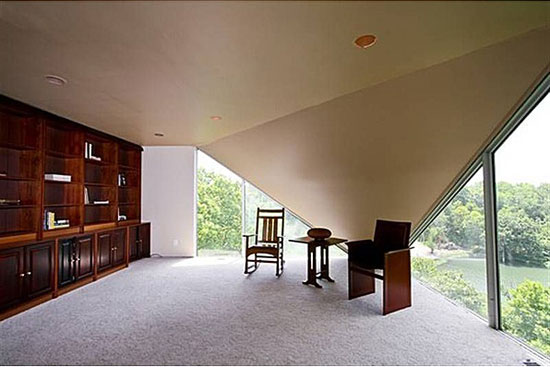 1960s Albert Yanda-designed Four Seasons House on Lake Quivira, Kansas City, Missouri, USA