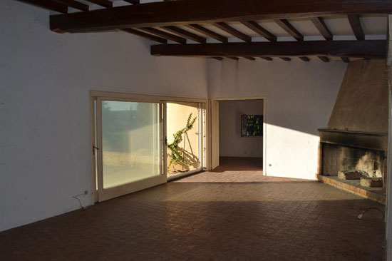 1970s architect-designed modernist villa in Uzes, Southern France
