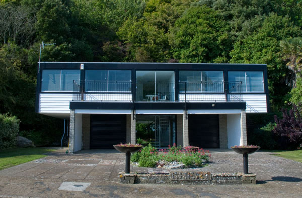 Holiday let: 1970s Gilbert and Hobson modernist property in Ventnor, Isle of Wight
