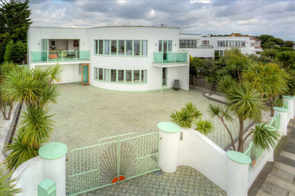 19. 1930s Oliver Hill art deco house in Frinton-On-Sea, Essex