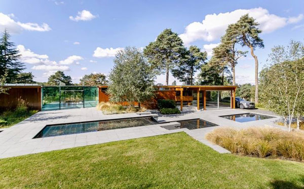 20. 1960s Erno Goldfinger Teesdale House in Windlesham, Surrey