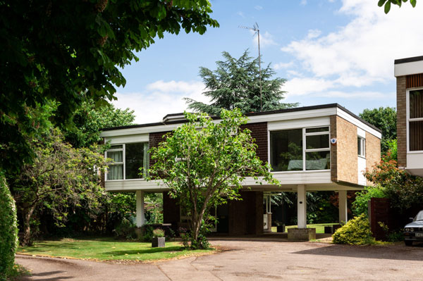 23. 1960s Ducketts Mead modernist house in Roydon, Essex