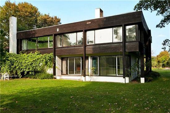 The Boathouse 1960s modernist property in Dorney Reach, Maidenhead, Berkshire