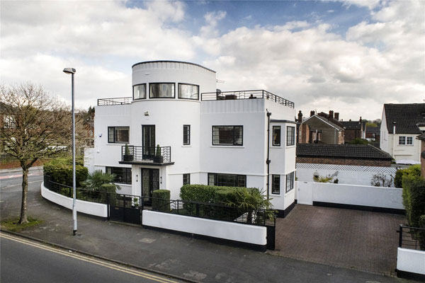 8. 1930s Blenkinsopp and Scratchard art deco property in Castleford, Yorkshire