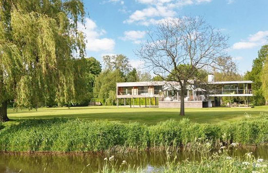 John Pardey-designed contemporary modernist property in Wargrave, Berkshire