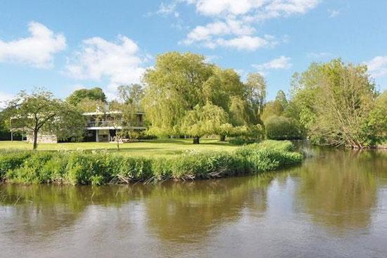 John Pardey-designed contemporary modernist property in Wargrave, Berkshire