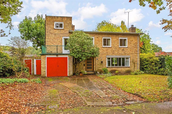 1930s Paul Mauger modern house in Welwyn Garden City, Hertfordshire