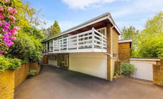 1970s B. J. Duffy-designed midcentury modern house in Welwyn, Hertfordshire