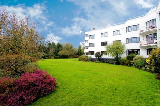 Two-bedroom apartment in the 1930s art deco West Hill Court, Highgate, London N6