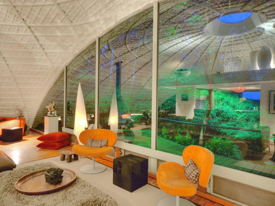 1970s modernist property in West Lake Hills, Texas, USA