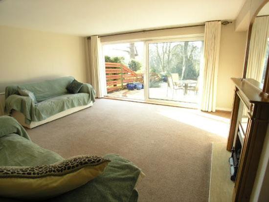 1960s three-bedroom Span House in Lakeside, Weybridge, Surrey