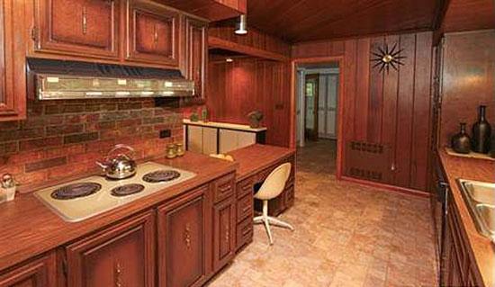 1950s Frank Lloyd Wright-inspired three-bedroom property in Battle Creek, Missouri, USA