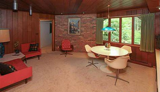 1950s Frank Lloyd Wright-inspired three-bedroom property in Battle Creek, Missouri, USA