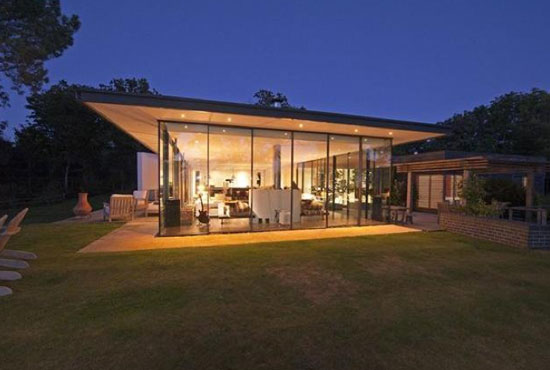 SeaGlass contemporary modernist property in Cowes, Isle Of Wight