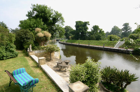 Eco-friendly four-bedroom detached house in Old Windsor, Windsor