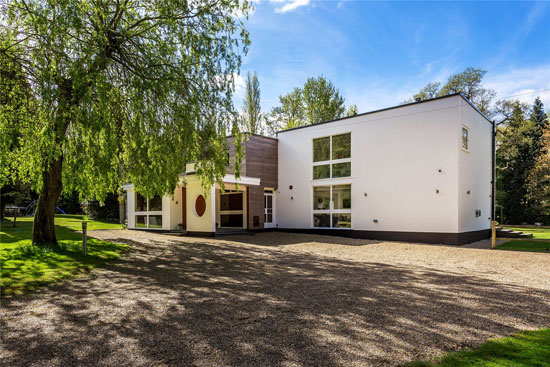 1950s modernism: Eric Ambrose-designed Gateway House in Worplesdon, Guildford, Surrey