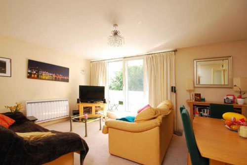 Two-bedroomed maisonette in Woking