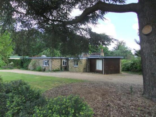 1950s architect-designed four-bedroomed bungalow in Woking, Surrey