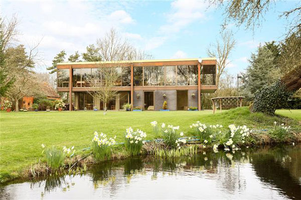 1970s modernism: Dominic Michaelis-designed property in Wotton Underwood, near Aylesbury, Buckinghamshire