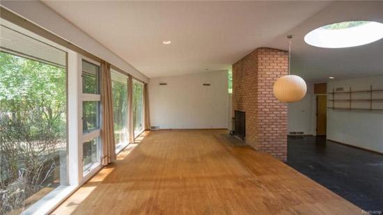 1950s Minoru Yamasaki midcentury house in Bingham Farms, Michigan, USA