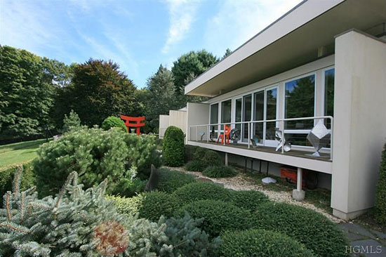 1960s midcentury-modern property in Katonah, New York state, USA